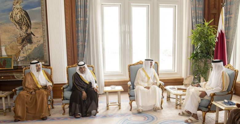 Amir meets Speaker of Kuwait