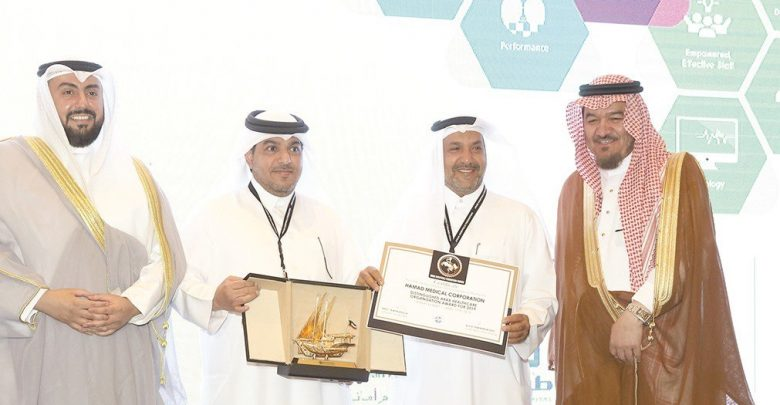 Minister of Public Health wins Leadership Award in healthcare
