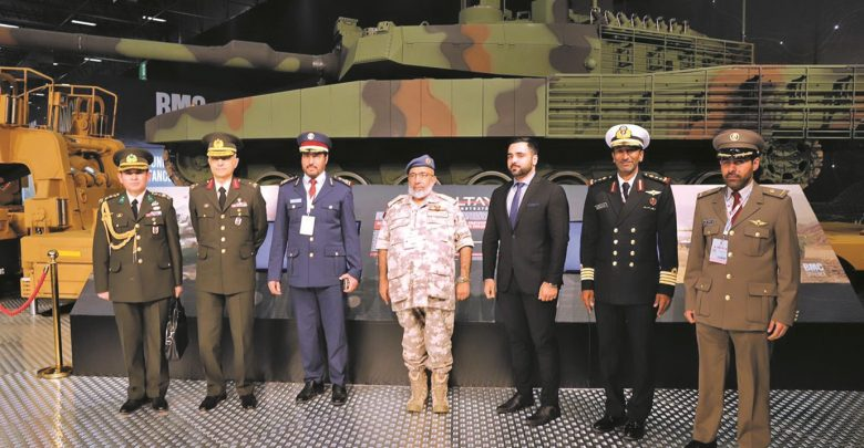 Chief of Staff visits defence industries fair in Turkey
