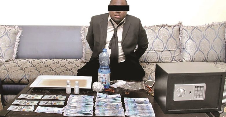Man arrested for offering to turn riyals into dollar using chemicals