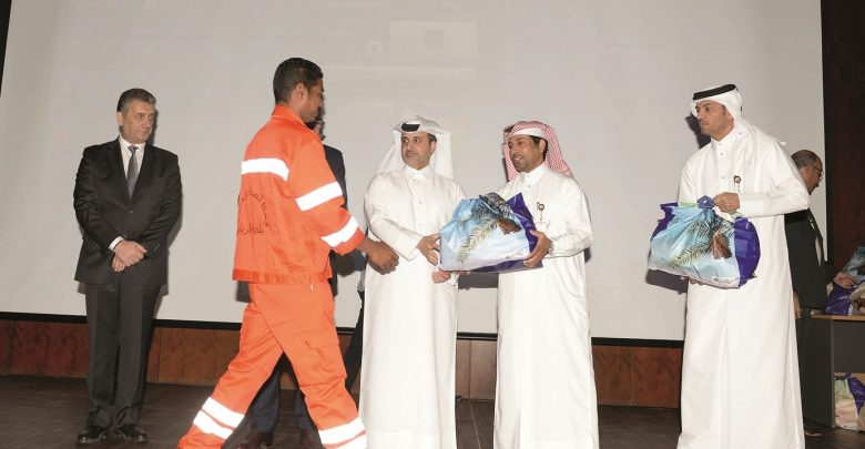 Minister of Municipality honours workers
