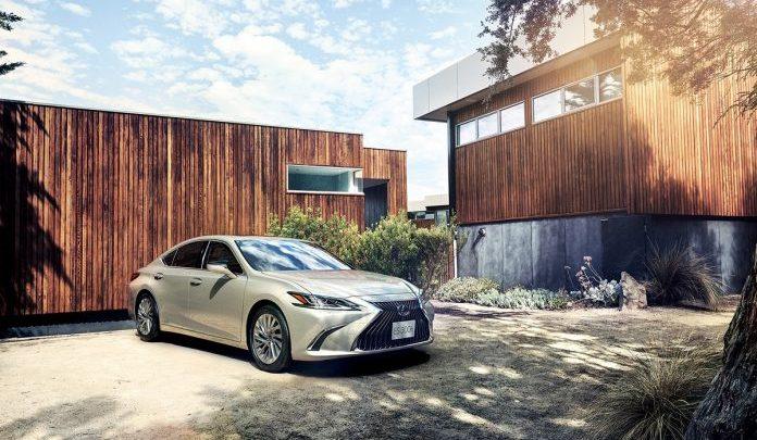 Lexus ES 300h named 'Best Midsize Luxury Sedan'