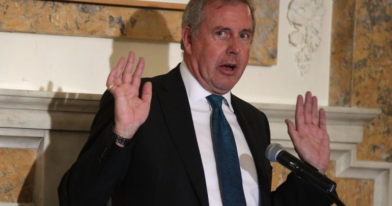 British ambassador to Washington resigns after leaked memo spat