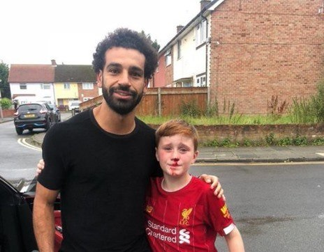 """""""FIFA"""" highlights humanitarian attitude of Salah with a Liverpool young fan"""