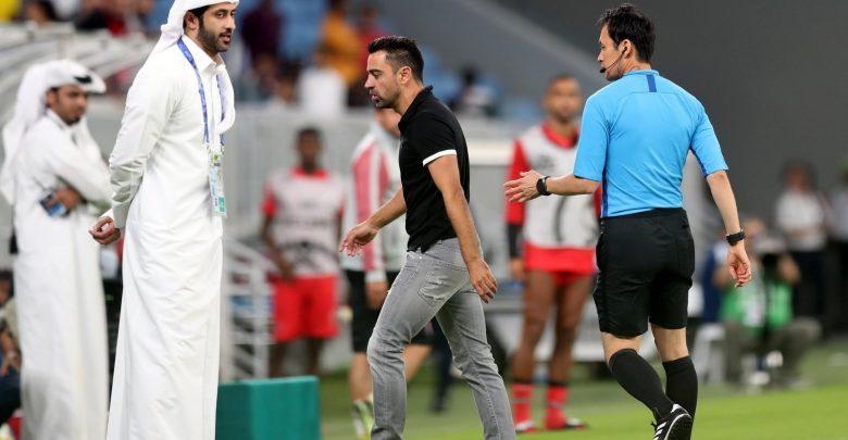 Xavi loses his shoe in sideline rant