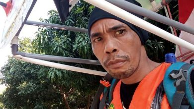 Indonesian man walks 700 km backwards .. For this reason