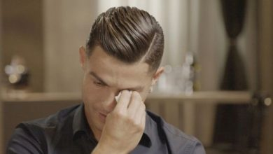 Photo of When the football giant cries .. Ronaldo breaks down in tears for this reason