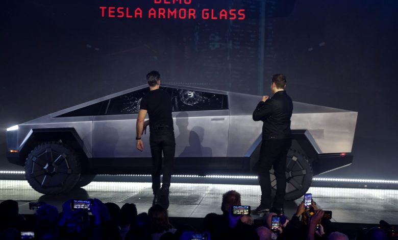 Real trouble .. Tesla's car test failed in front of the public and glass shattered