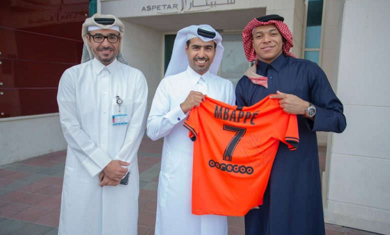 French star Mbappé wears the Qatari thobe