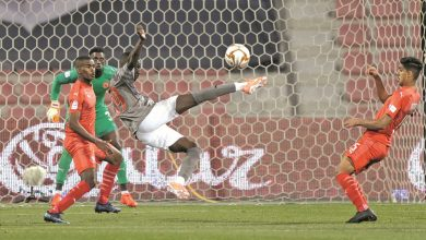 Photo of Almoez fires a brace to help Al Duhail down Al Arabi