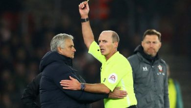 Photo of Mourinho is the first coach to receive a yellow card in history for this behaviour