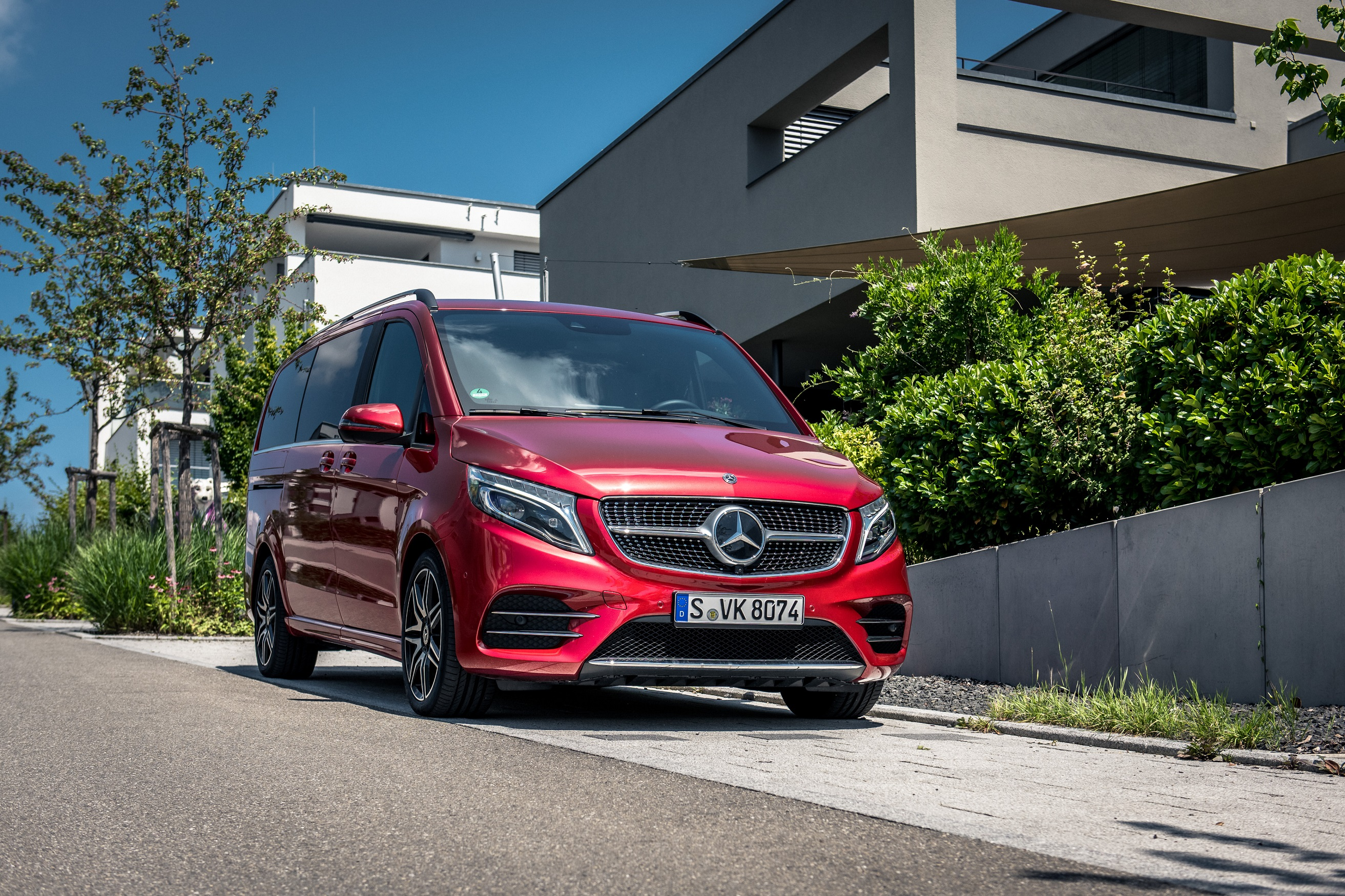 The new Mercedes-Benz V-Class in Qatar .. more attractive, more luxurious