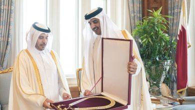 Photo of Amir awarded the Hamad bin Khalifa Sash to Sheikh Abdullah bin Nasser