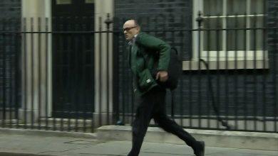 Photo of British Prime Minister Adviser spotted running away as Boris Johnson tests positive for coronavirus