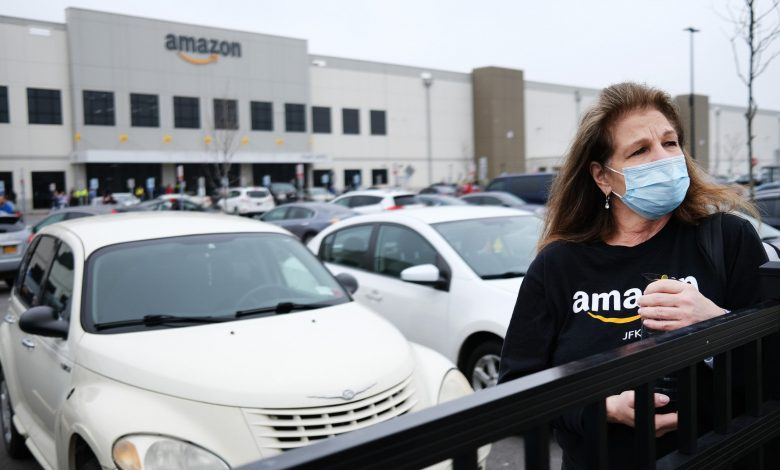 Amazon defies the crisis   and hires 100,000 People Last Month