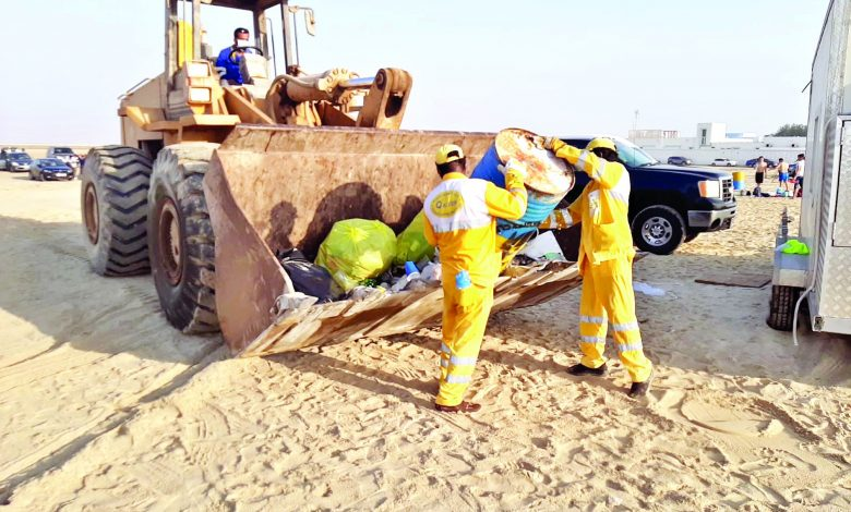 Ministry to take legal action against hygiene law violators .. 124 tons of waste removed from beaches
