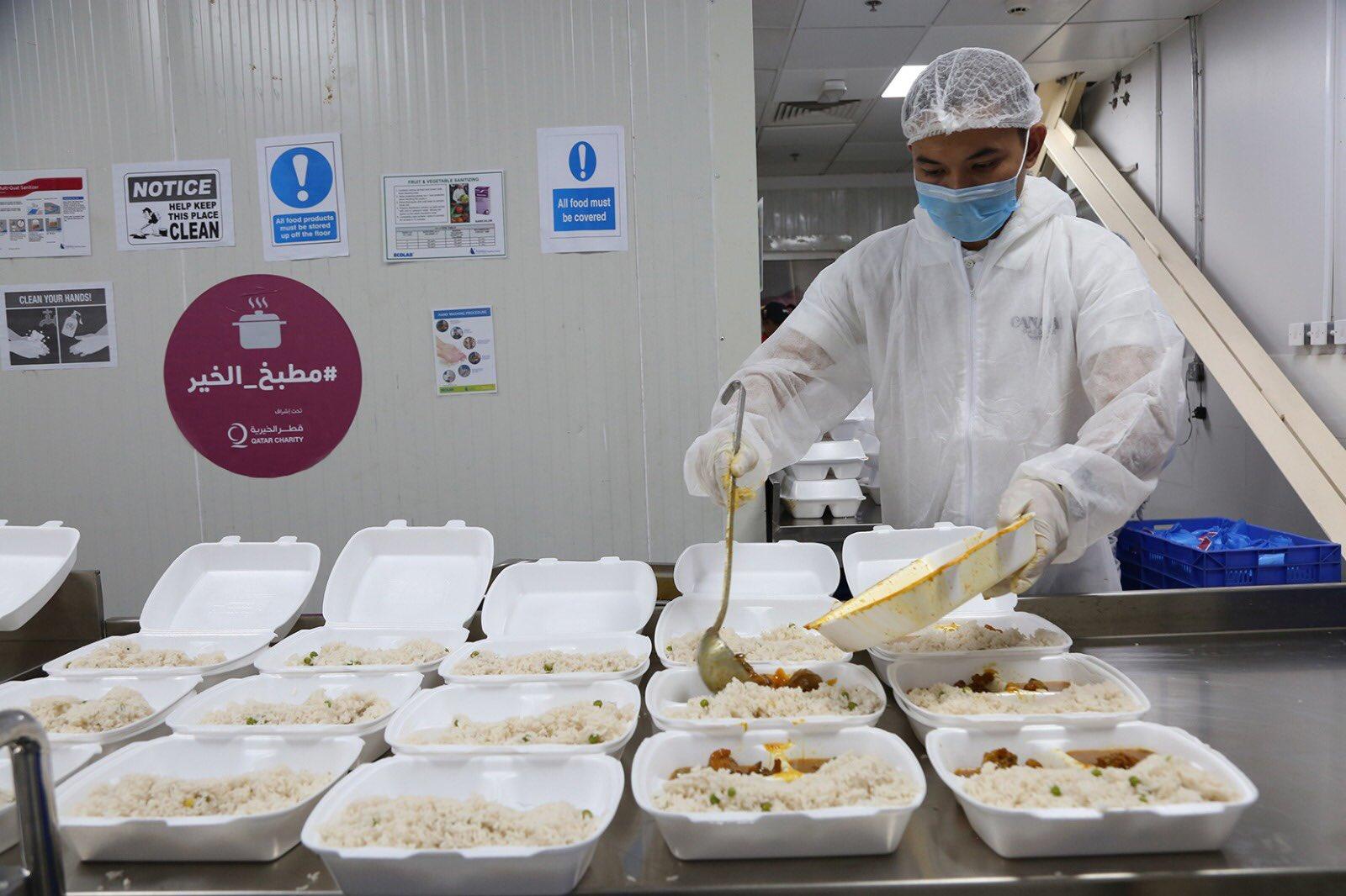 QC distributes 2,500 meals to expatriates
