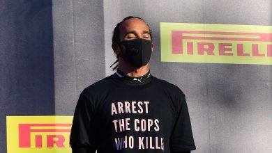 Photo of FIA looking into Hamilton anti-racism shirt gesture