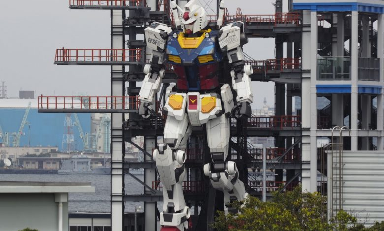 Giant robot moving in Japan harbour entrances millions on Twitter