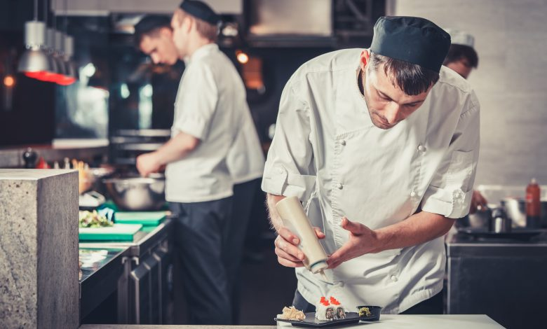 Ministry closes restaurant for violating precautionary measures imposed