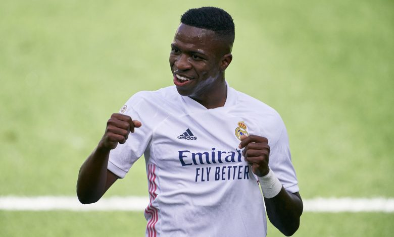 Real Madrid Beat Levante and Barcelona Remain Unbeaten