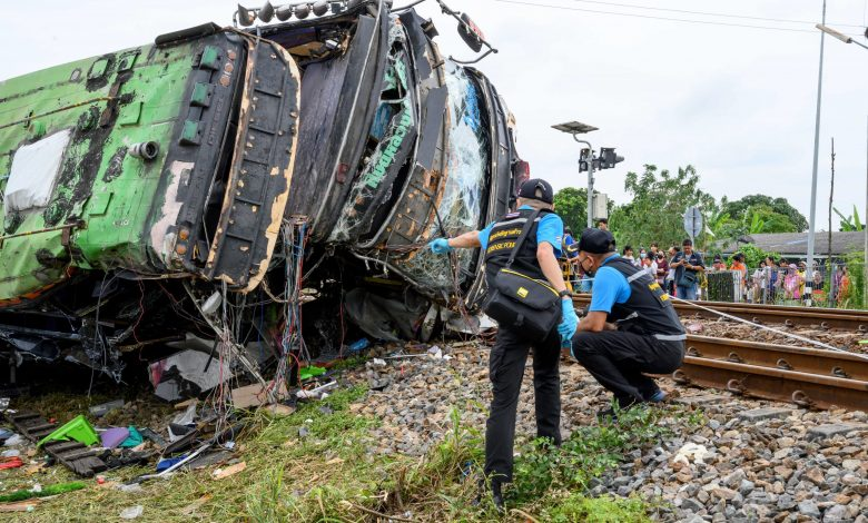 18 dead in Thailand bus-train collision