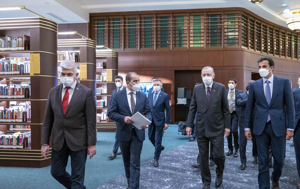 Amir and the Turkish President Visit the Nation's Library of the Presidency