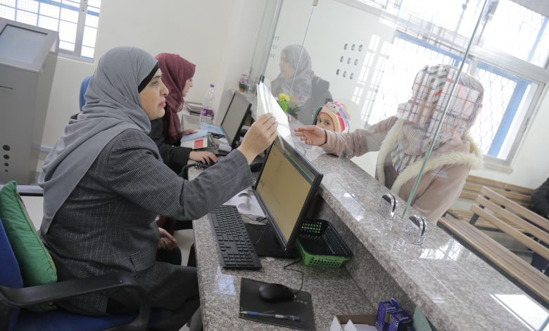 UNRWA Partially Postpones Payment of Salaries of 28,000 Palestinian Employees Due to Lack of Funds