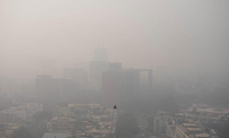 Delhi fears the worst amid smog cloud and coronavirus wave