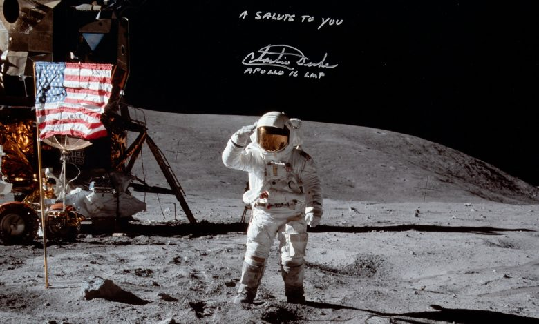 Armstrong on moon photo is up for auction