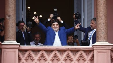 Photo of Maradona's death may trigger family inheritance battle