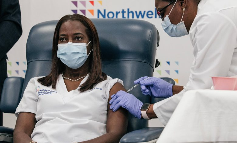 Nurse receives first dose of vaccination in America