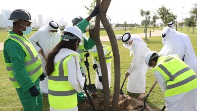 Prime Minister Joins Qatari People in Qatar Beautification Campaign in 5/6 Park