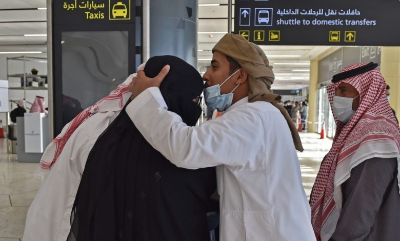 After years of separation, Qatari and Saudi families meet in a touching scene at King Khalid Airport