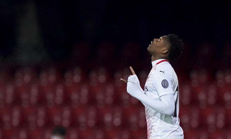 Milan Beat Benevento to Regain Serie A Top Spot