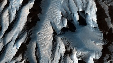 NASA publishes pictures of the largest valley on Mars
