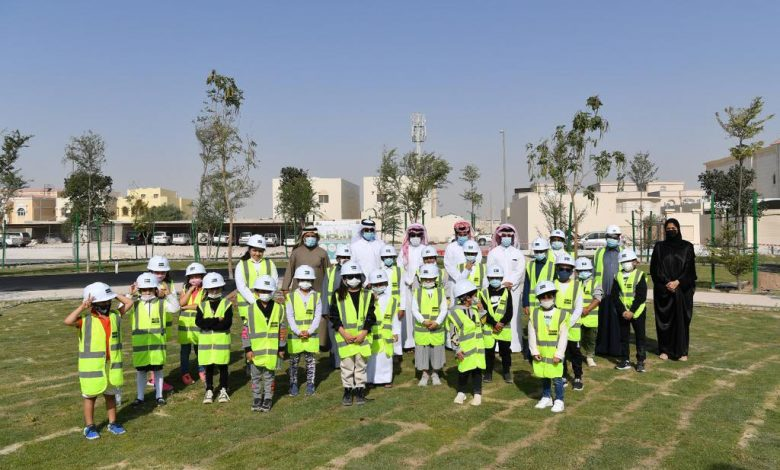 Residents and kids plant trees at Al Ebb Park