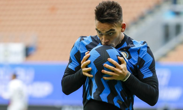 Martinez scores hat-trick as Inter hit six to go top of Serie A