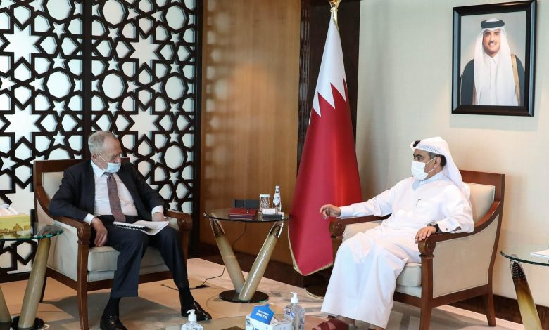 Minister of Commerce and Industry Meets British Official
