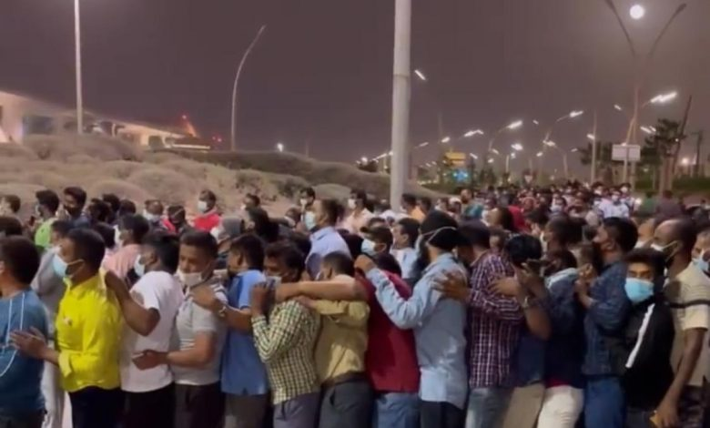 MOPH explains the reason behind the overcrowding in front of QNCC