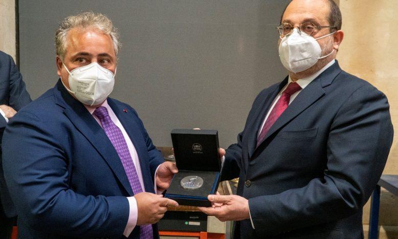 Qatar's Ambassador Receives Bronze Medal of Qatar-France Year of Culture
