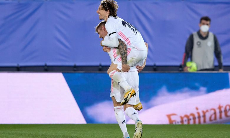 Soccer-Real frustrate Liverpool to move into last four