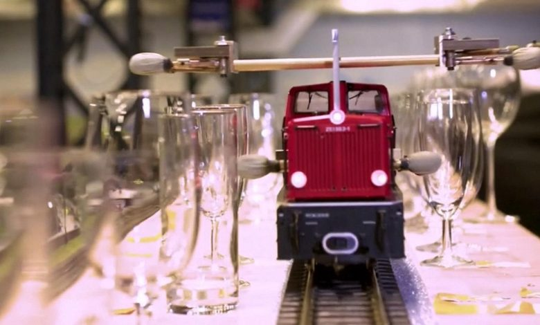 Model train rings out the tunes in record-setting pandemic project