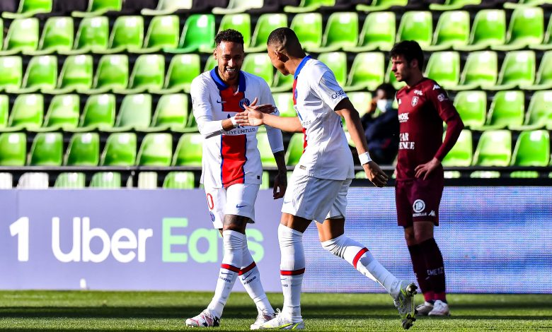 Paris St-Germain Beat Metz to Move at Top of Ligue 1
