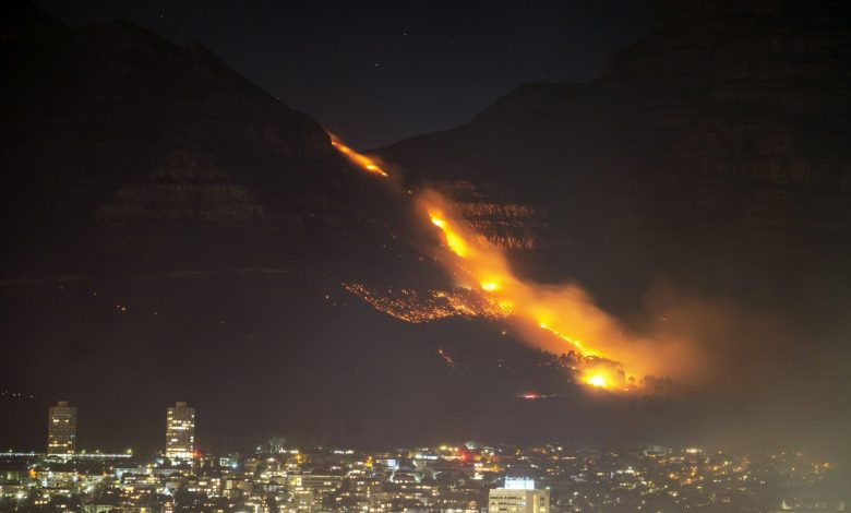 Cape Town fire burns for a third day