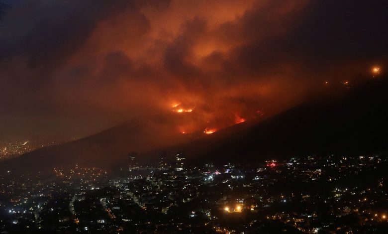 Strong wind hampers efforts to contain Cape Town fire