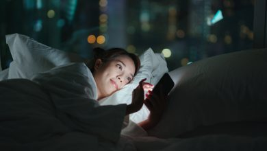 Using smartphones before bed increases cancer risk