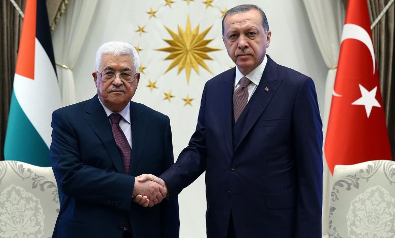 Palestinian President discusses Al Quds developments with Turkish counterpart