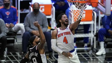 Rose Pours in 25 as Knicks Beat Host Clippers