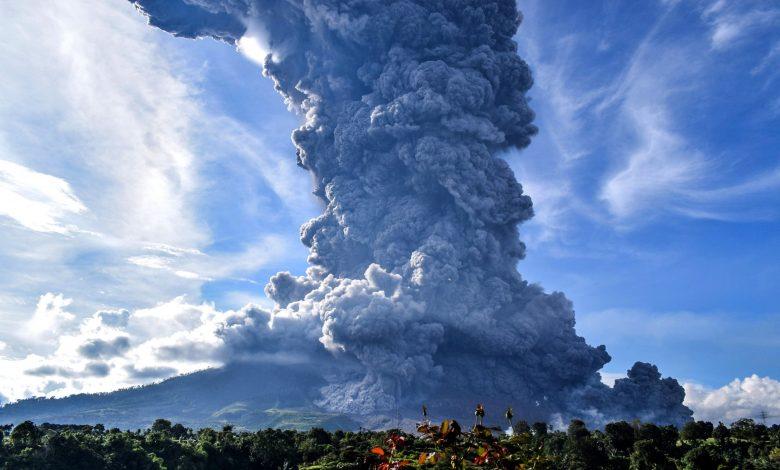 Indonesian volcano 'Sinabung' spews ash 3 km-high